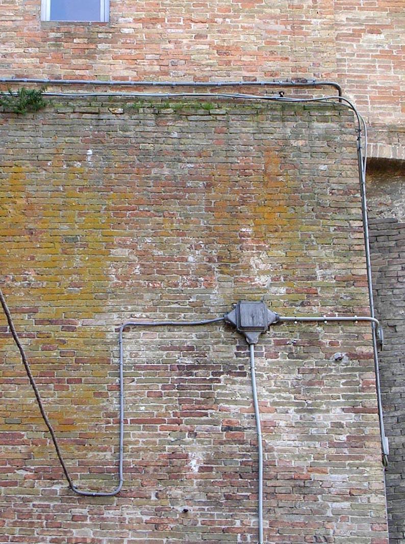 Il muro e i fili