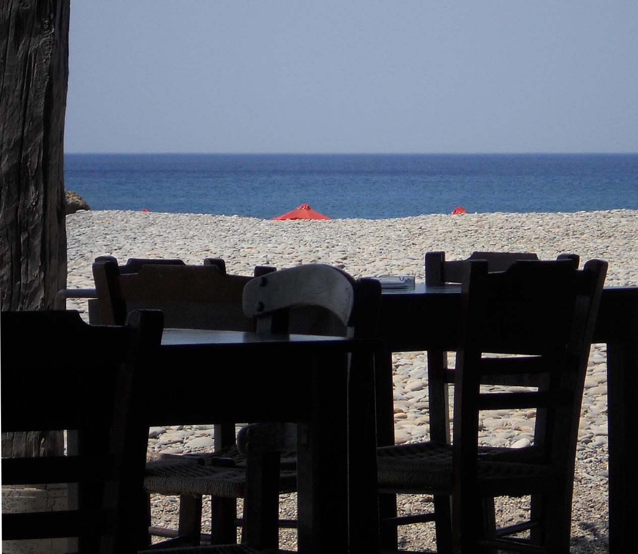 I tavoli e il mare